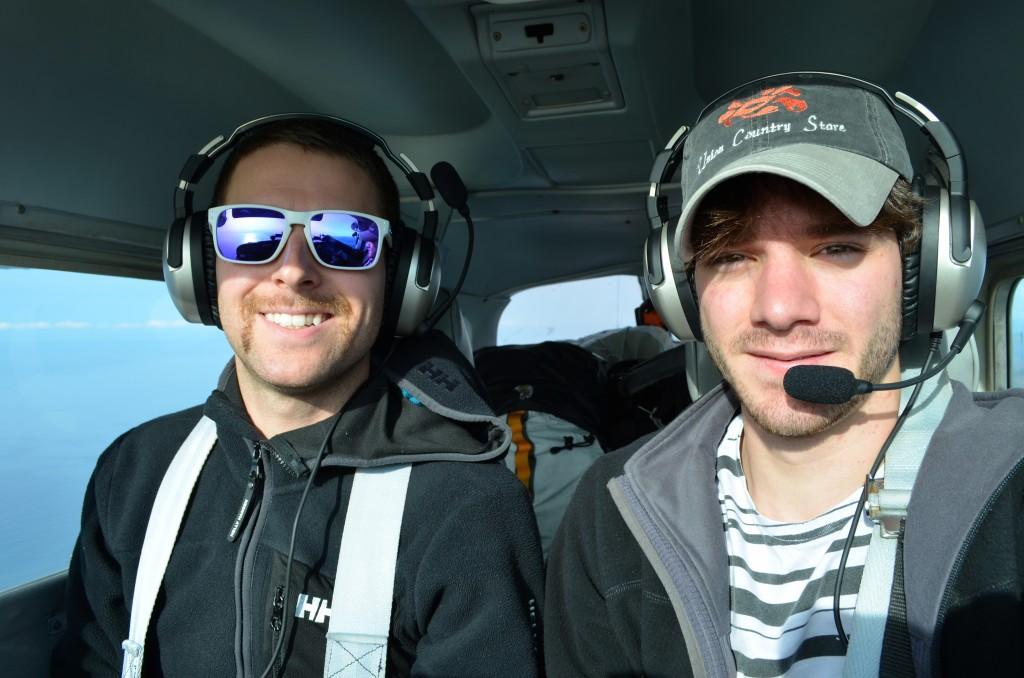 Adam Roberts e Gustavo Henrique logo que partiram de Seattle nos Estados Unidos (Crédito: Divulgação)