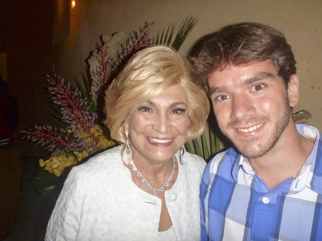 Hebe Camargo e eu em um restaurante em Miami