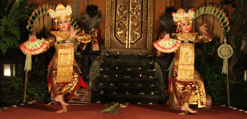 Mulheres dançando em Ubud, Bali