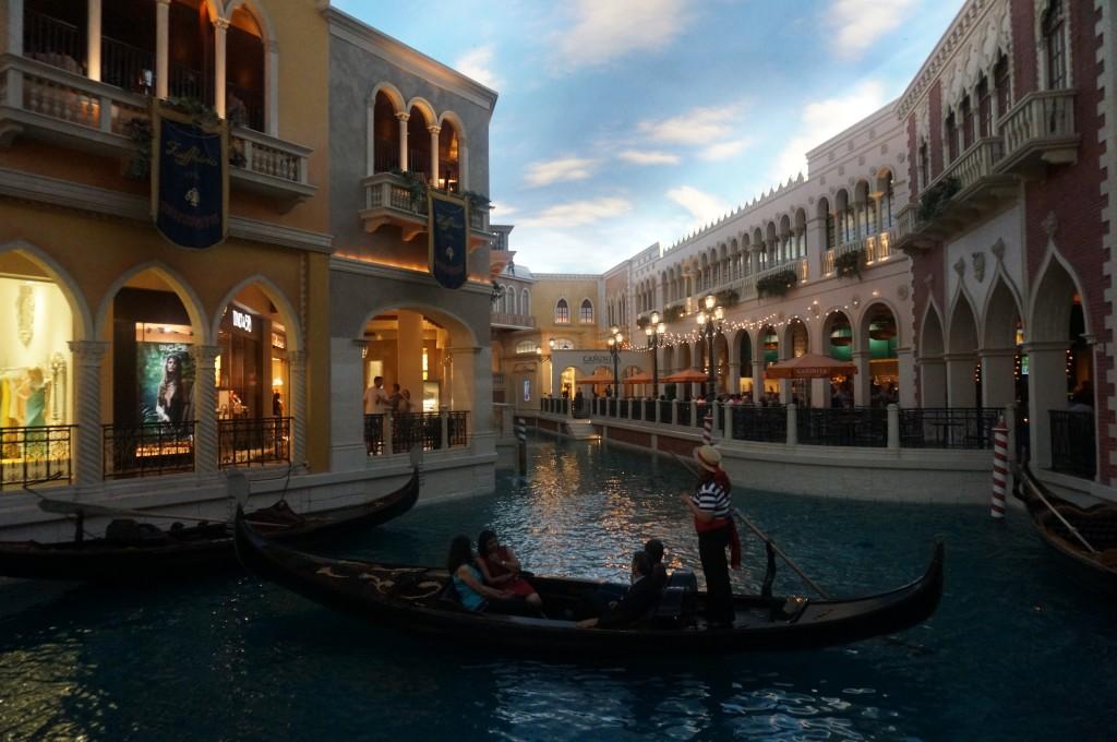 Recriação dos canais de Venezia dentro de um dos cassinos de Las Vegas