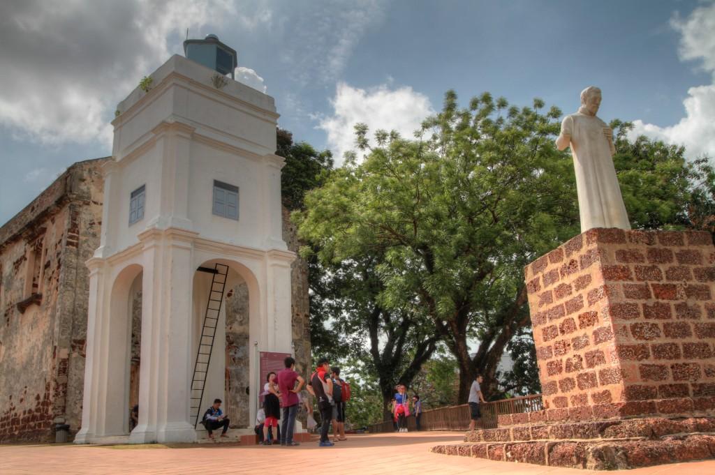 Até influência católica a Malásia apresenta: Na foto, ruínas da Igreja de São Paulo em Melacca, da época que os portugueses dominaram a região.