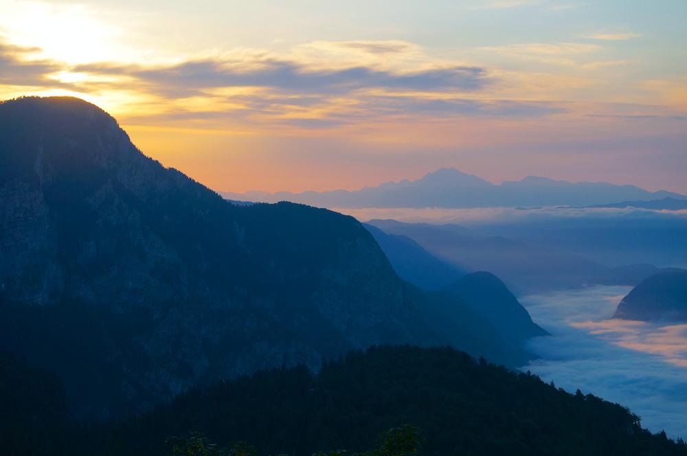 Nascer do Sol entre os alpes, Parque Nacional de Triglav, Eslovenia