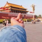 O Chinês que quer mudar o mundo com o dedo do meio