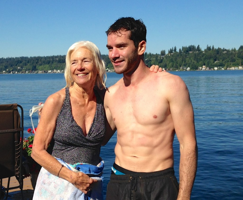 Lynn, irmã do Don, que veio da Califórnia para o evento, e eu após atravessarmos o lago nadando.