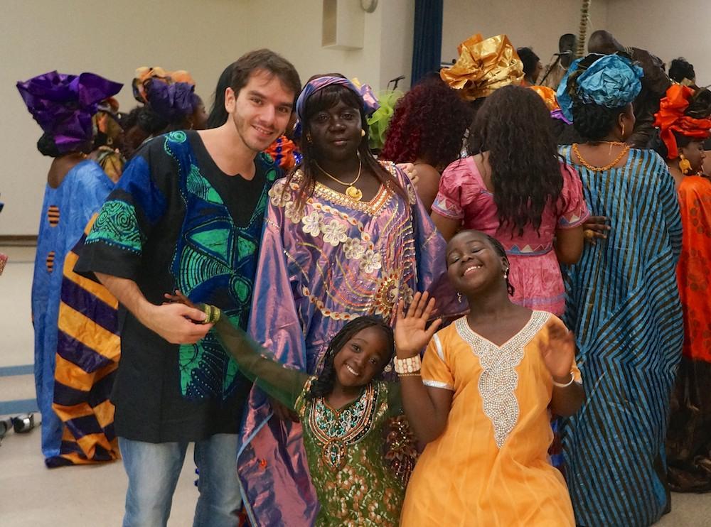 eu minhas amigas da gambia em traje típico da africa ocidental