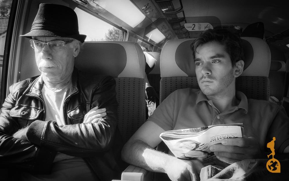 filho e pai viagem de trem